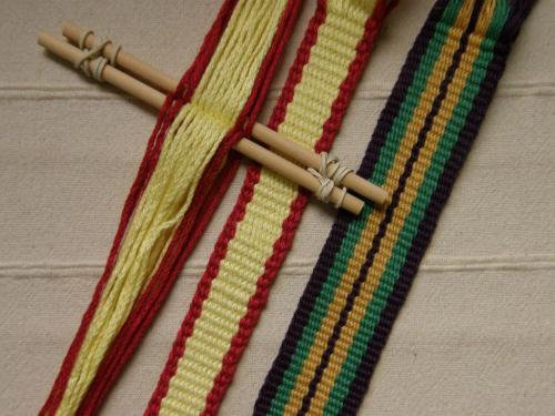 Bands with vertical sold-color stripes
