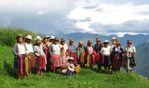 Dorinda with the weaving group at Huancarani - what a gorgeous area she is working in!