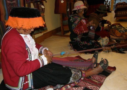 chahuaytire weaver with tubular band