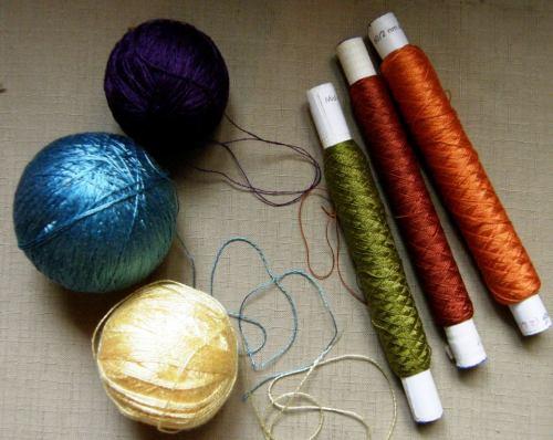 Light blue Japanese silk, spools of 60/2 silk, yellow 8/2 tencel and purple Guatemalan cotton.