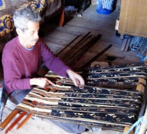 Ikat patterned shawl weaver of Ecudor setting up his backstrap loom. Picture courtesy of Agaath Theiken.