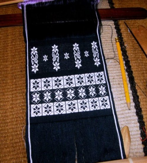 Calcha flower motif in supplementary weft inlay