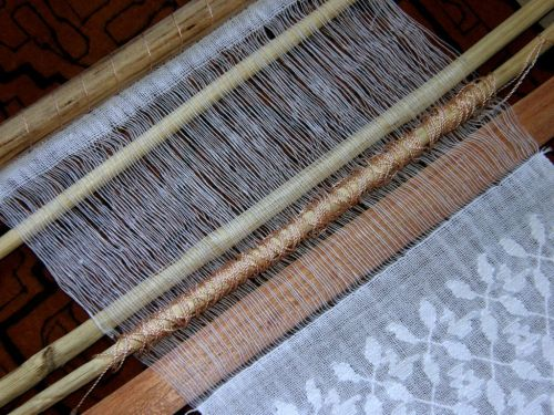 Guatemakan mini loom with supplementary weft patterning