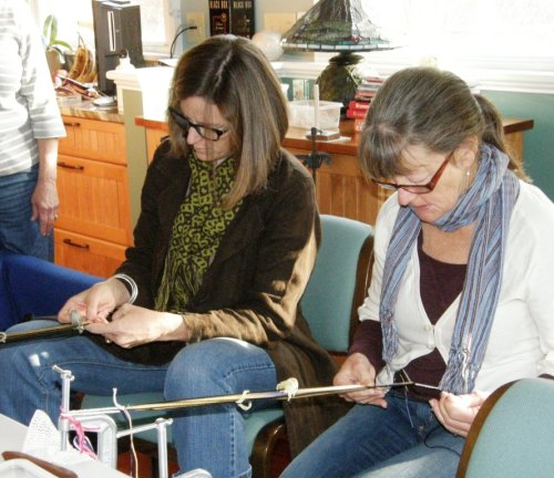 The hands above belong to Lisa, on the left seen here learning a new complementary-warp technique aong with Mary-Lou. Lisa is wearing one of her gorgeous deflected double weave scarves.
