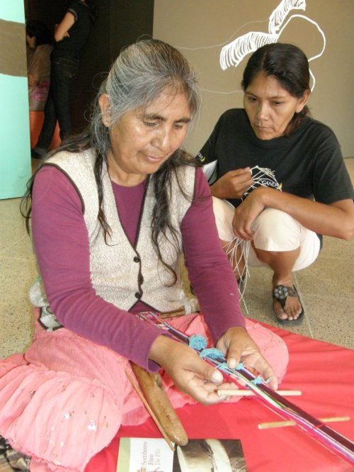 Aymara and Guarani weavers learn from each other
