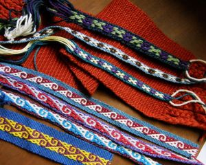 Tanka ch'oro and Andean hook patterns.