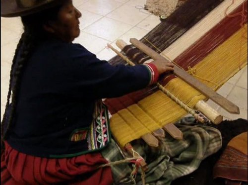 Cusco weaver opening heddle shed