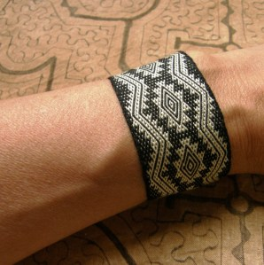 silk cuff backstrap weaving Andean Pebble Weave