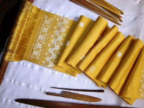 yellow scarf on loom starting end
