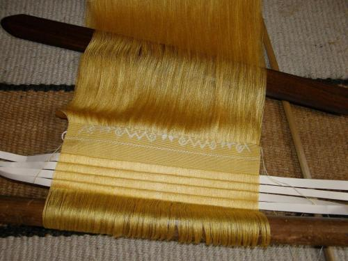 supplementary-weft pattern on silk sacrf