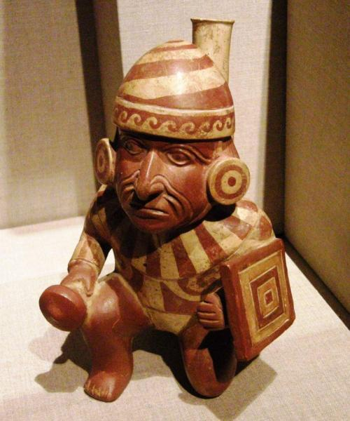 I could look at Moche pieces all day! The pre-columbian museum in Santiago, Chile has a wonderful collection. Moche, nortn coast Peru, 400B.C -550 A.D
